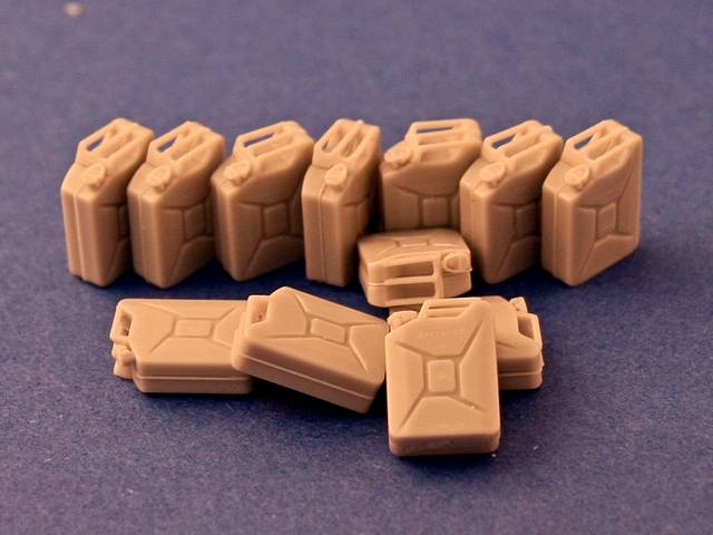 R35-066, WWII German 20l Jerry Cans (Stnd Patt) (12), 1/35
